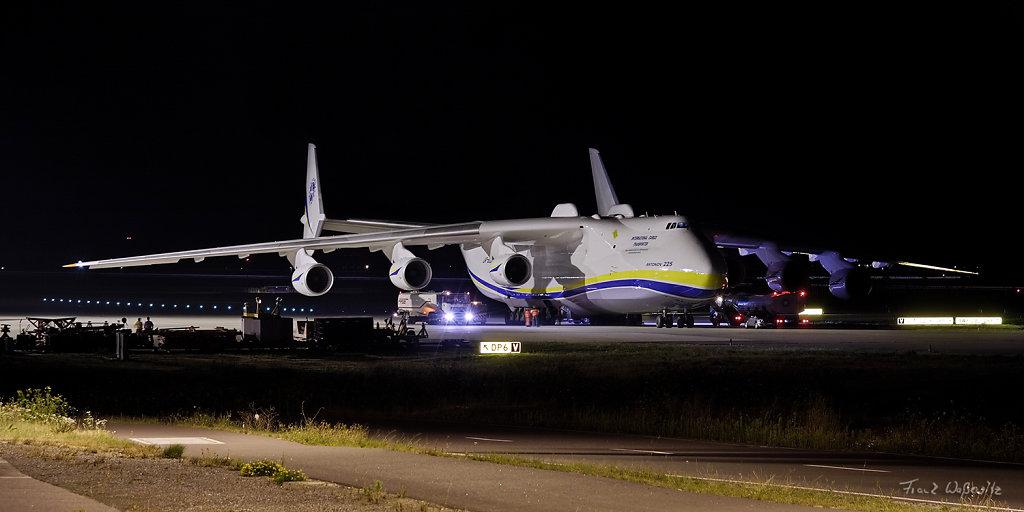 Antonow AN 225